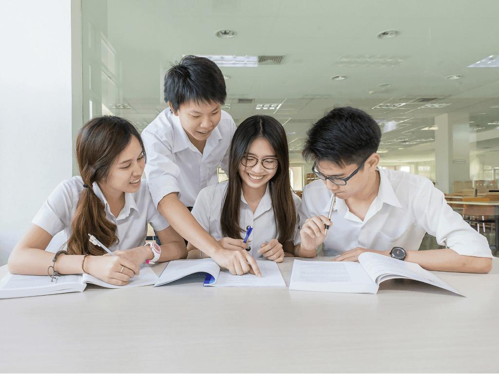 Siswa Belajar Percakapan Bahasa Mandarin 1024x768